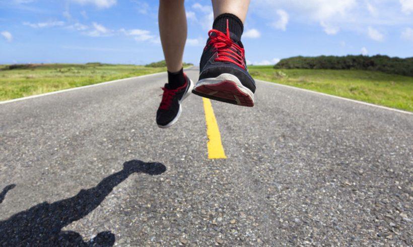 'Runners', los podólogos avisan: el 80% pisa mal (y las plantillas de las tiendas son un peligro)