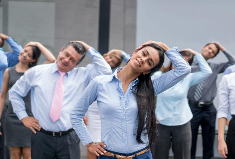 22 ejercicios para hacer en la oficina con los que mejorar tu salud